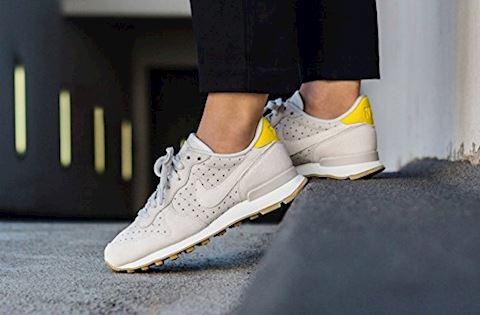 separation shoes fa289 5ffa0 Nike Internationalist Premium Women s Shoe - Cream Image