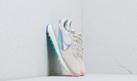 Women's Nike Pre-Love O.X. hite Image