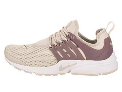 Nike  AIR PRESTO W  women's Shoes (Trainers) in BEIGE Image 2