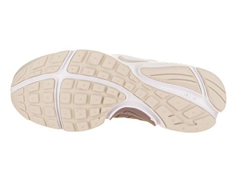 Nike  AIR PRESTO W  women's Shoes (Trainers) in BEIGE Image 4