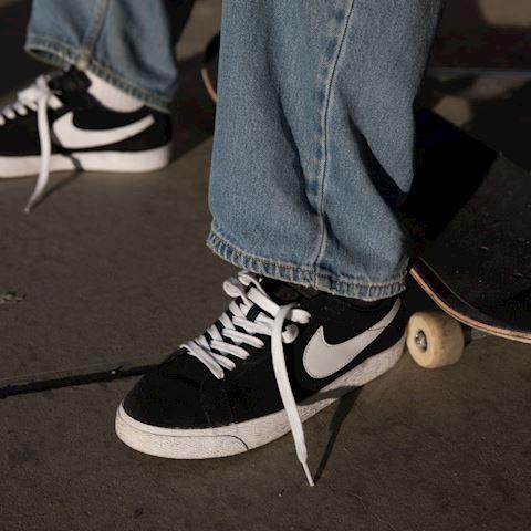 Nike SB Blazer Zoom Low Men's Skateboarding Shoe - Black Image 3